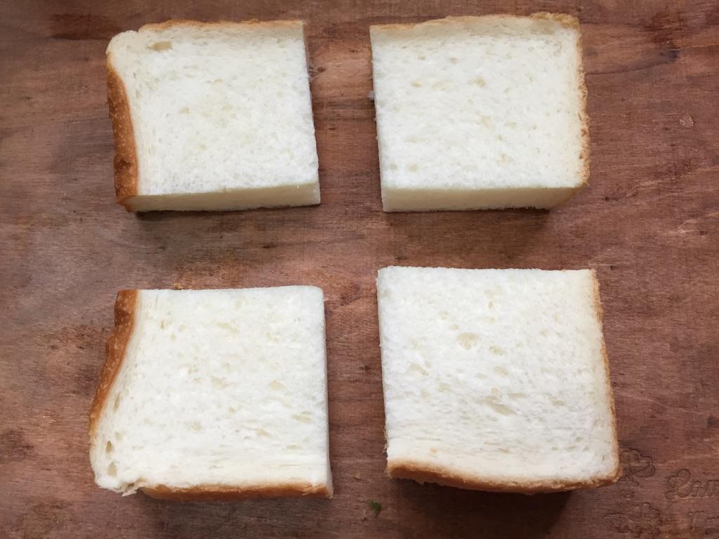 2.パンをお好みの大きさにカット
