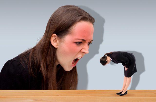 女性に怒られる