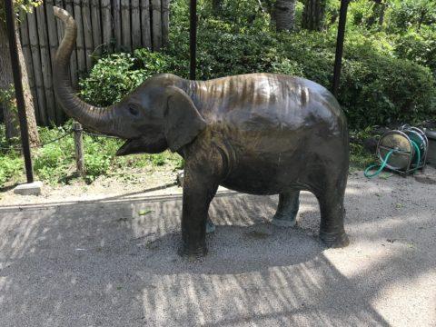 天王寺動物園の象の銅像