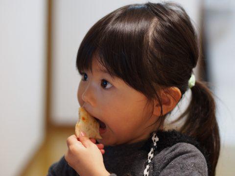 食べる女の子