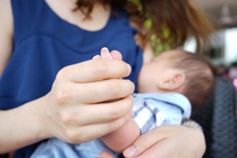 母乳はいつまであげるべき?WHOの見解は2歳までが基準の理由