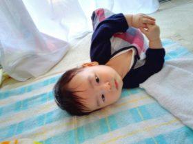寝返り返りはいつから?練習での教え方と赤ちゃんができない注意点