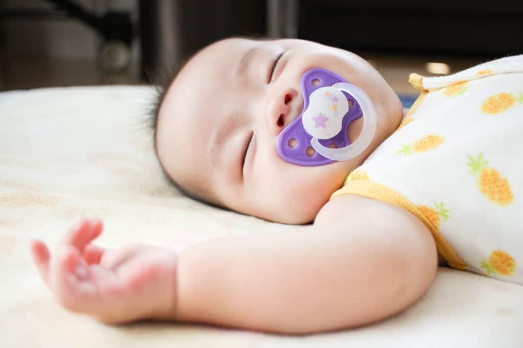 乳児突然死症候群の前兆と原因とは?確率と発症を低くする予防法3選