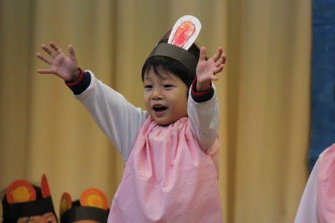 保育園発表会のねらいと歌と劇 ダンスの年齢別アイデアと衣装を解説