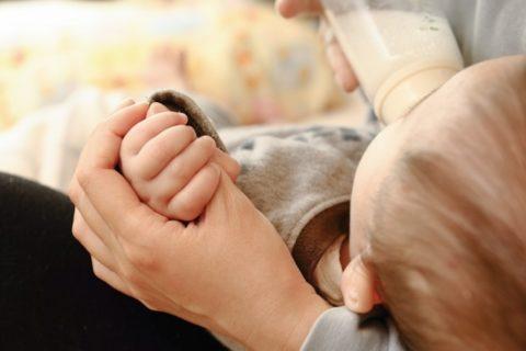赤ちゃんのしゃっくりは止めるべき?原因と止め方のまとめ