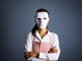 仮面をかぶった保育士