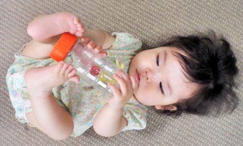 新生児が手足をバタバタさせる3つの理由!口パクパクはどうする?
