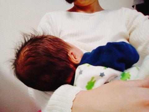 赤ちゃんが授乳中に泣く飲まない暴れるのまとめ【無理をしない】