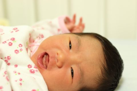 赤ちゃんが髪の毛をひっぱるむしる原因と理由5選