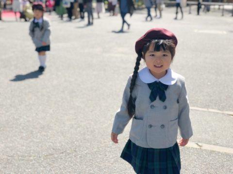 幼稚園教諭の給料と勤続年数【転職先に悩む理由とは?】