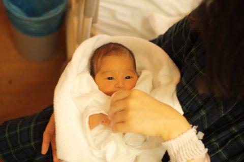 新生児のミルクの間隔の時間が短い時は飲み足りない?【混合と母乳】