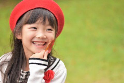 公園の笑顔の女の子