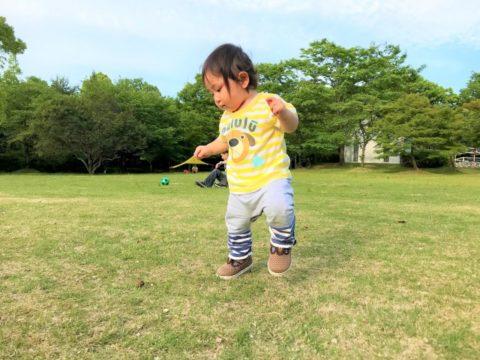 歩く赤ちゃん