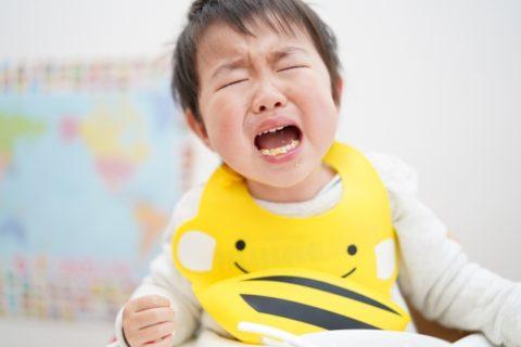 泣きさけぶ赤ちゃん