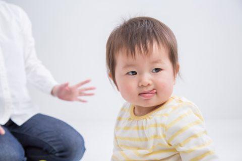 赤ちゃんが舌を出すのは障害は関係ない?理由と原因は?