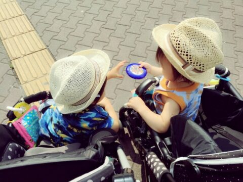 玩具の取り合いの対応を保育士がうまいやり方5選【年齢別がポイント】