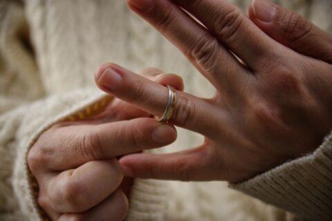 保育士が結婚を指輪をつけるのはあり?問題ないの?