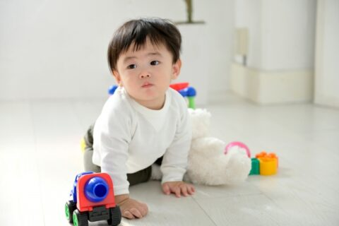 子供が一人遊びばかりする理由5選【友達とおもちゃで遊ばない】