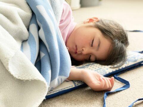 保育士が寝かしつける時の注意点【すぐ起きる・寝ないのはなぜ?】